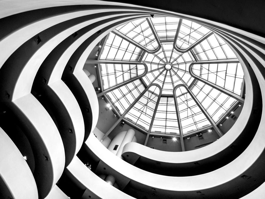 verrière du musée Guggenheim en contre-plongée