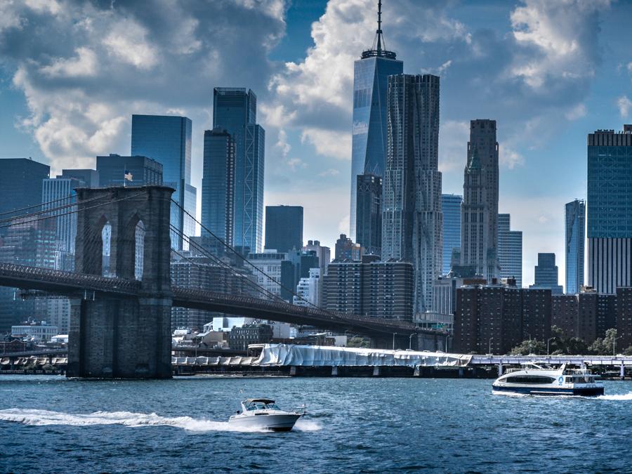 pont de brooklyn et bateaux sur l'Hudson